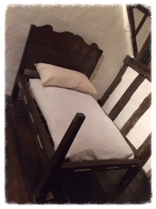 anne hathaway's bed